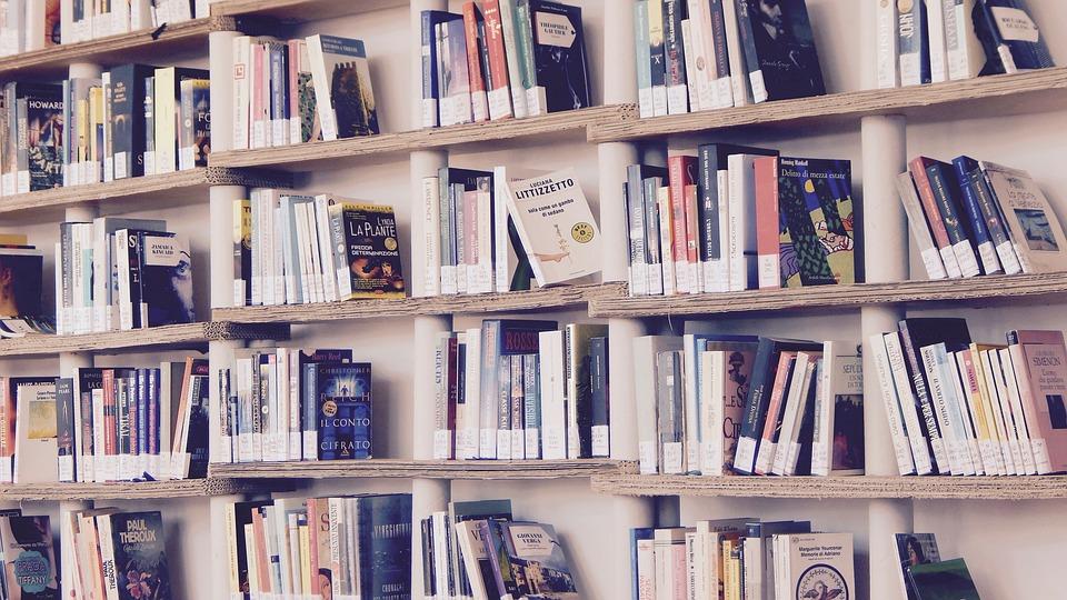 Красноярцев пригласили за подарками в библиотеку