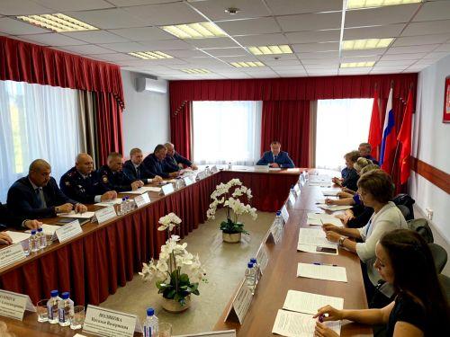 Мэр Ачинска Илай Ахметов предлагает обязать лечиться наркозависимых родителей и детей