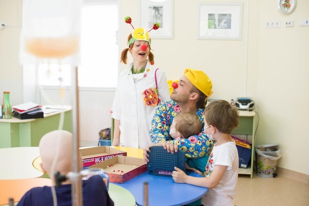 В Красноярске объявлен набор в весеннюю «Школу больничной клоунады»