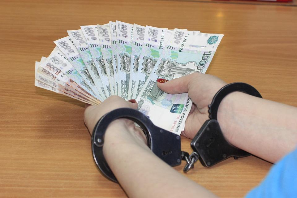 Пойманные в крае взяточники брали в среднем 209 тысяч рублей