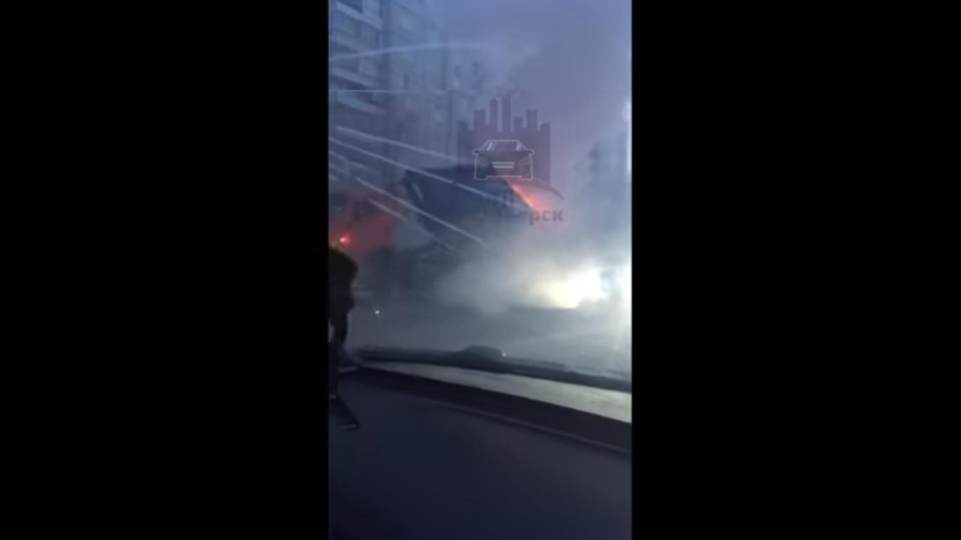 В Красноярске за день загорелись два мусоровоза