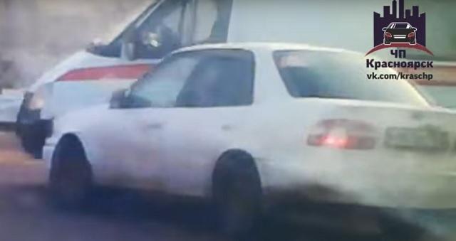 В Красноярске скорая столкнулась с иномаркой на перекрёстке