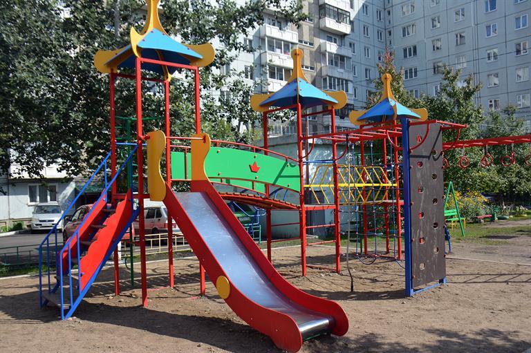 Жителей Ленинского района Красноярска призывают оставлять заявки на ремонт двора в 2020 году