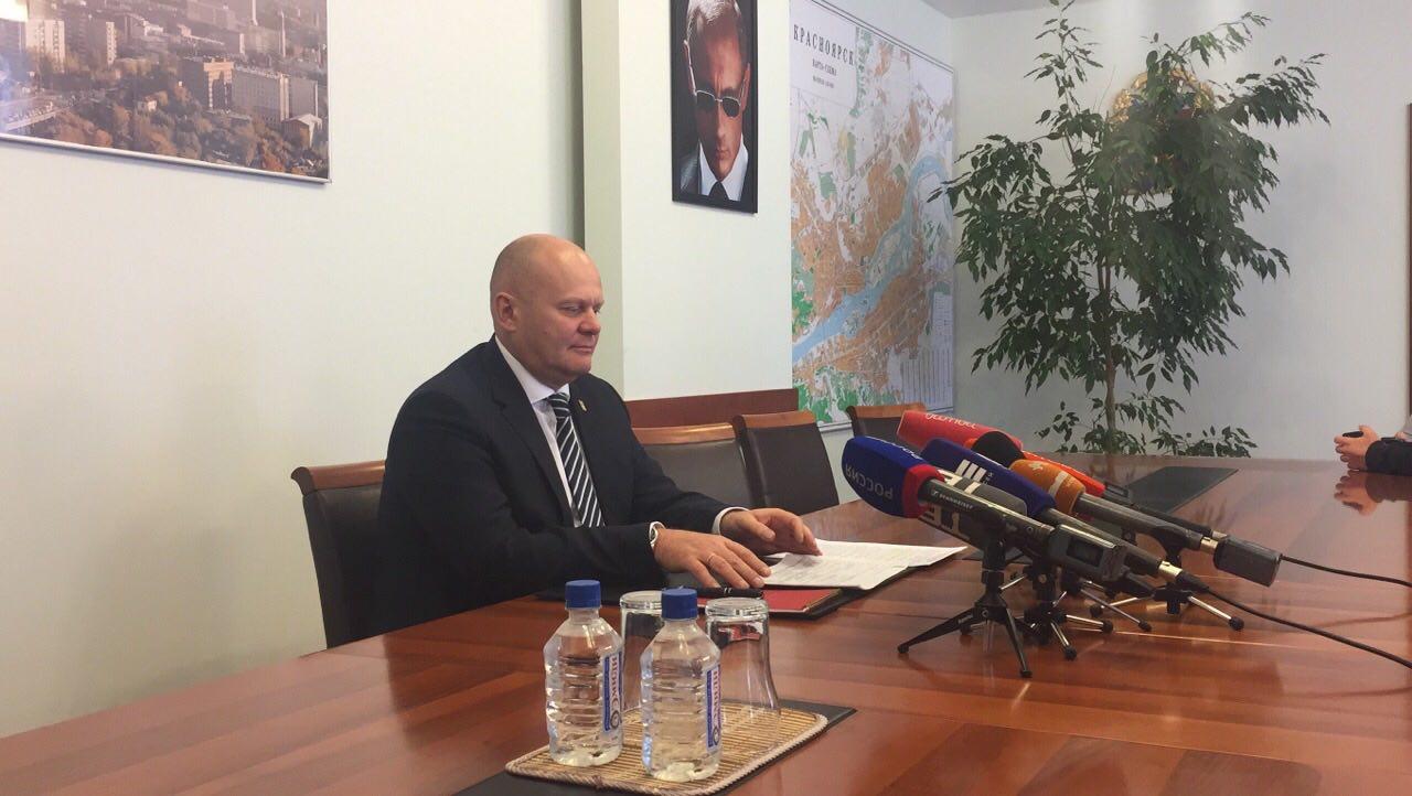 Владислав Логинов рассказал журналистам про дороги, платные парковки и крематорий в Красноярске