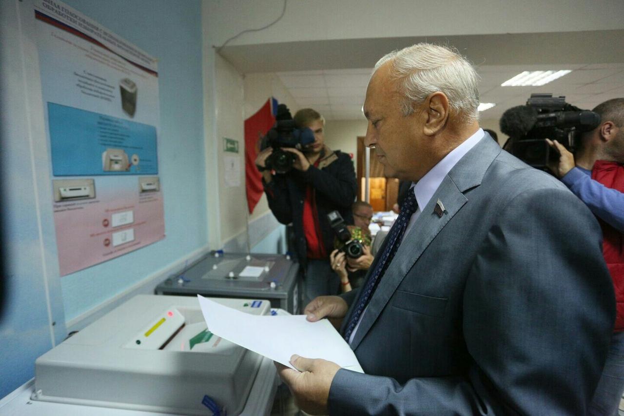 Депутат Государственной Думы Пётр Пимашков проголосовал в Красноярске