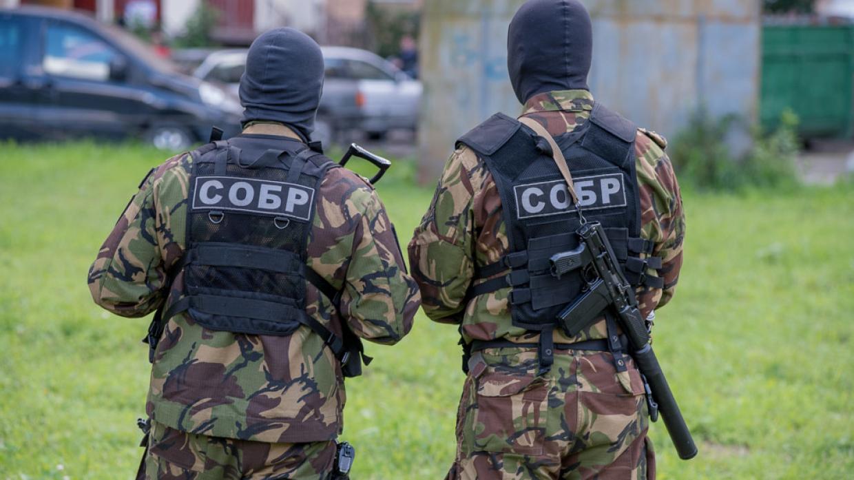 Житель Красноярска взял в заложники жену и двухлетнего сына