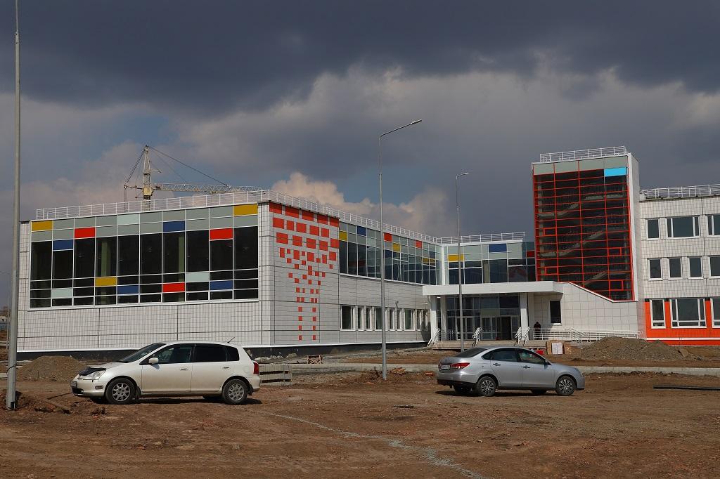 Две новые школы Красноярска открыли онлайн-запись учеников