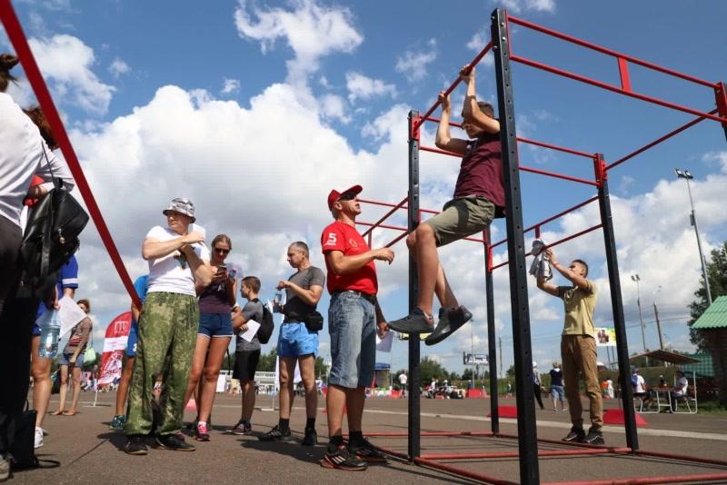 Красноярцы массово празднуют День физкультурника
