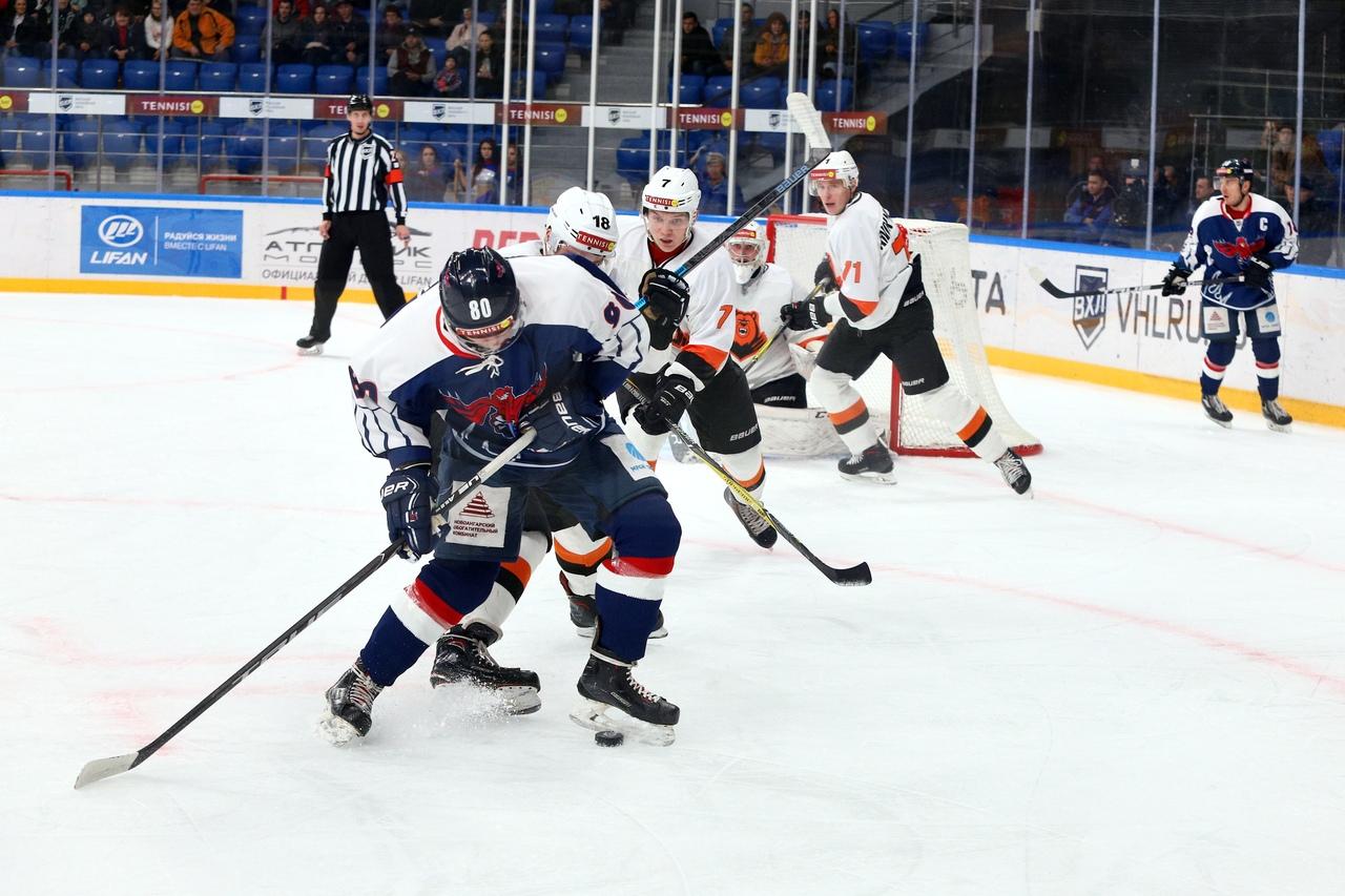 Красноярским осужденным подарили билеты на хоккей