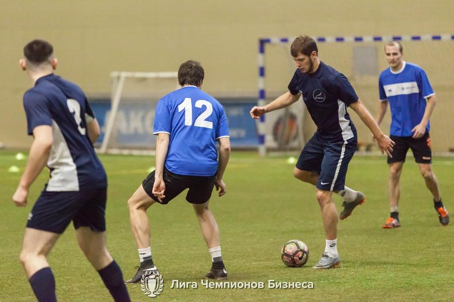 В манеже «Футбол-Арена «Енисей» прошли матчи восьмого тура корпоративного чемпионата «Лига Чемпионов Бизнеса»