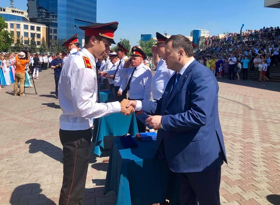 В Красноярске прошёл выпускной кадет и гимназисток