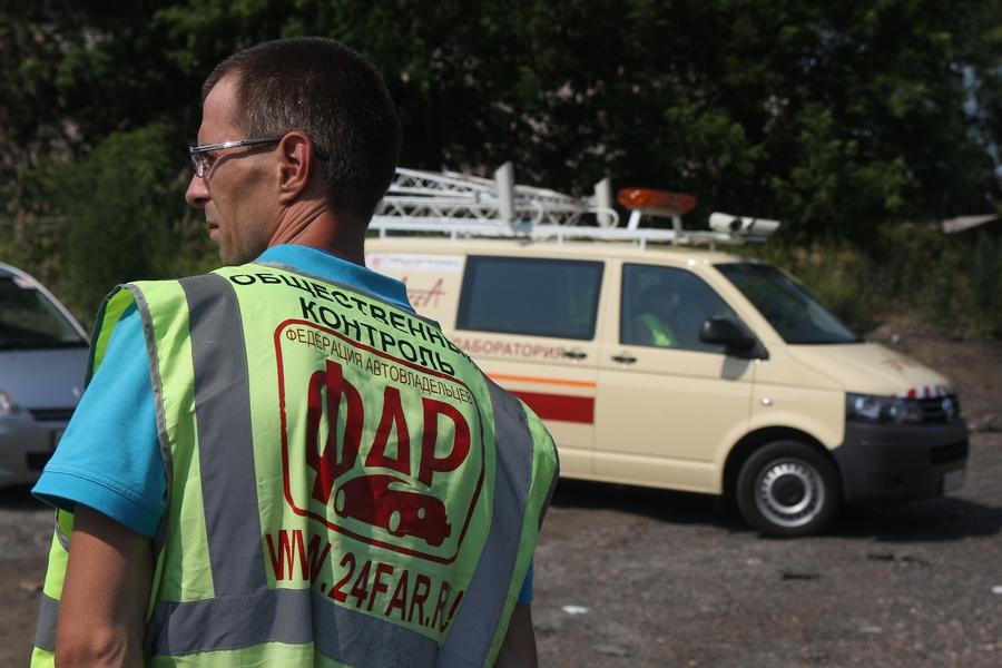 В Красноярске общественники проверяют качество новых бордюров