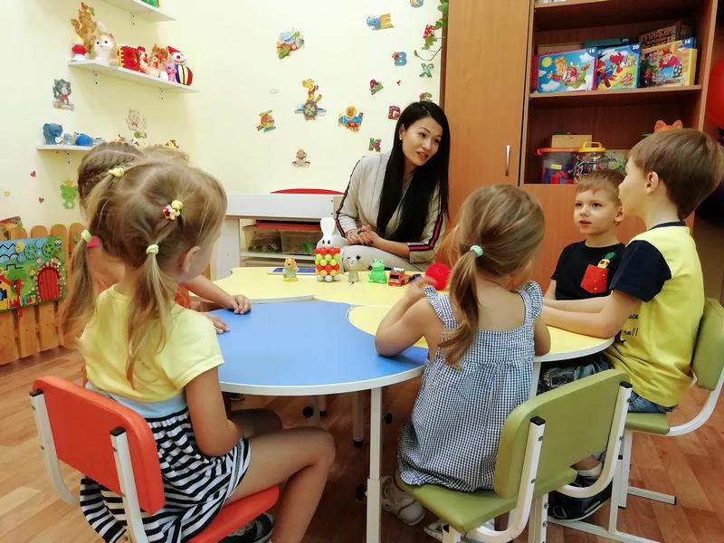 В детских садах Красноярска с малышами будут общаться на английском