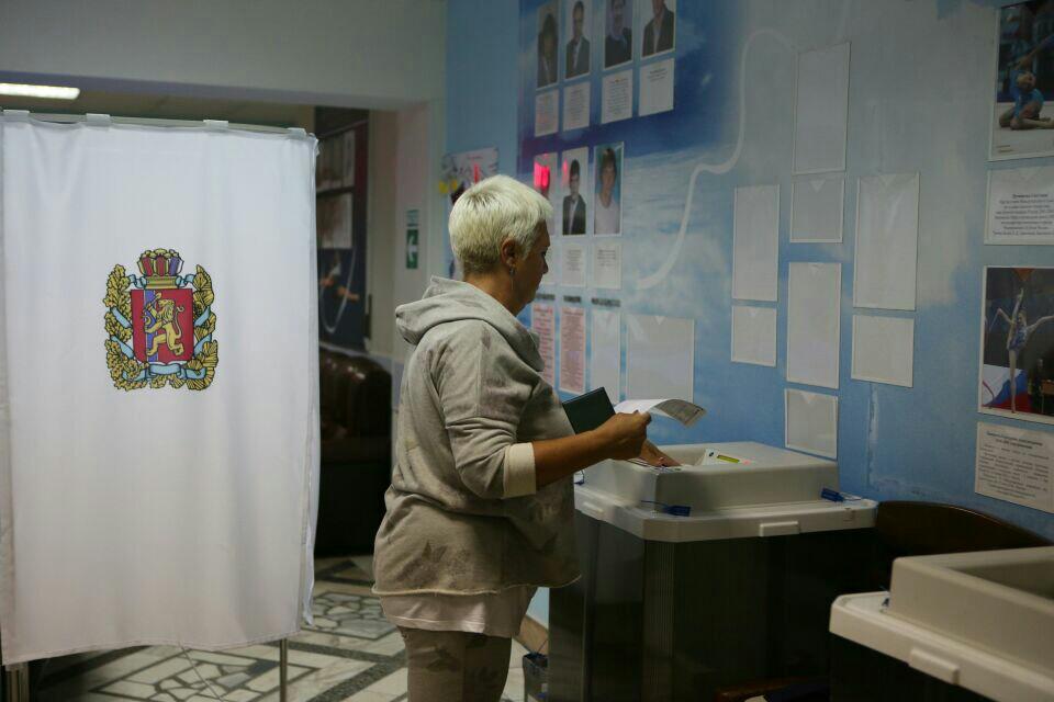 В Красноярске проходят выборы губернатора края и депутатов Городского совета