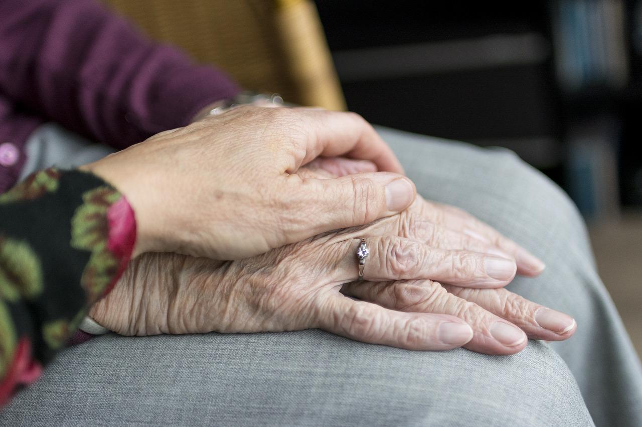 Единая служба помощи пожилым людям начала работать в Красноярске