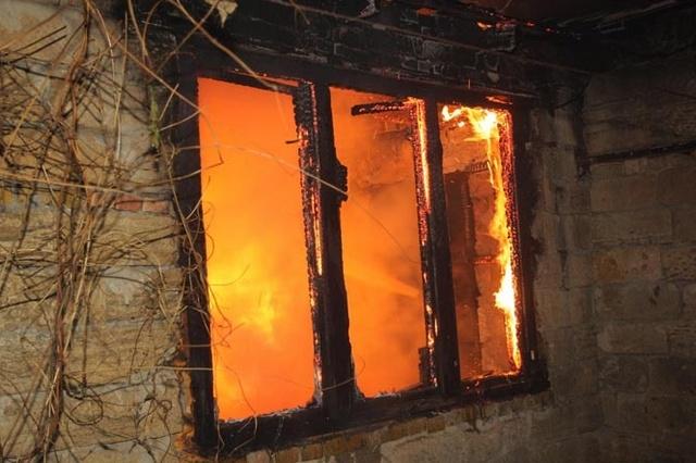 В Минусинске мужчина устроил пожар в доме родственников после ссоры