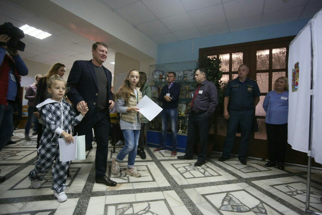 Мэр Красноярска объяснил, зачем ходить на выборы с детьми