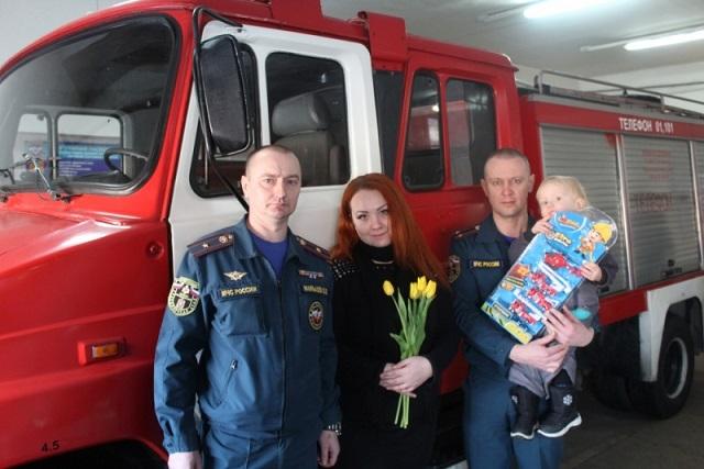 В Красноярске 26-летняя девушка спасла из горящего дома несколько человек