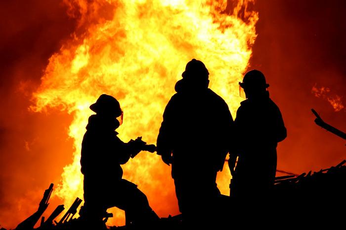В Богучанах Красноярского края полицейские спасли из огня пятерых детей