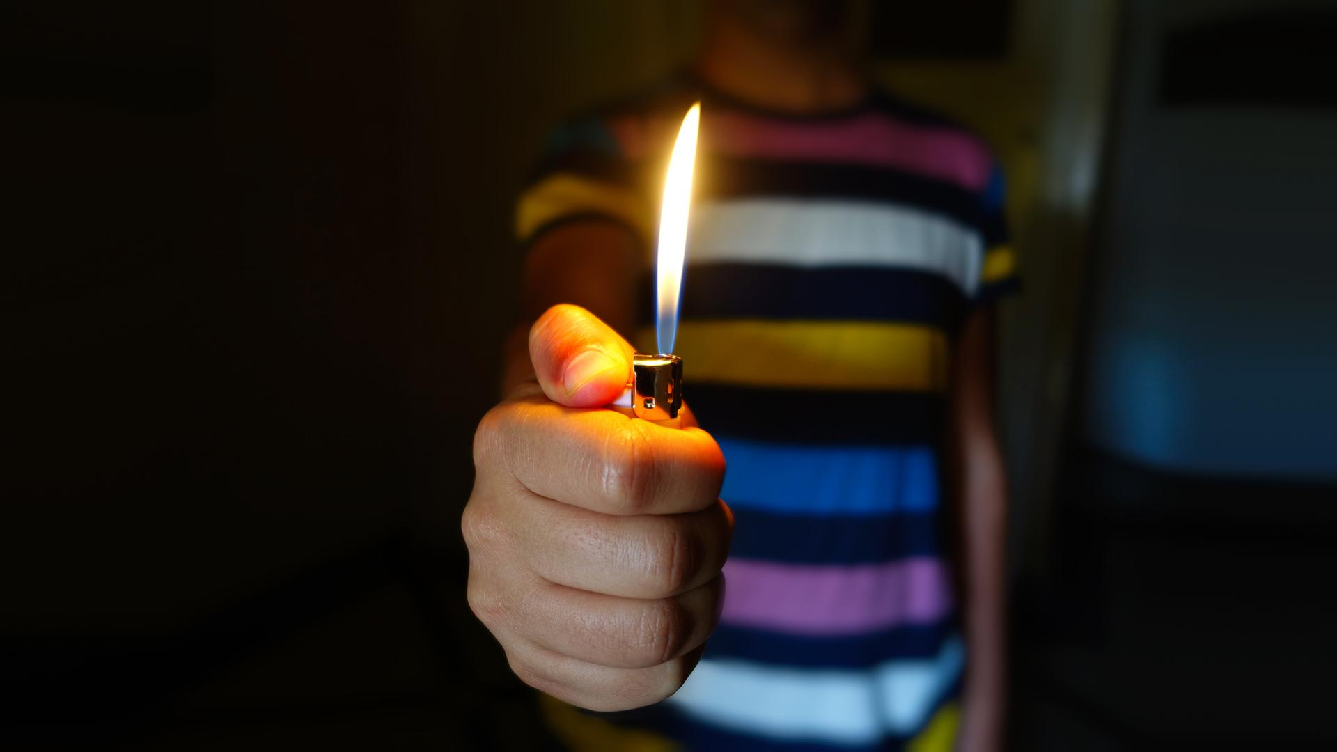 В Курской области 6-летний ребенок чуть не сжег квартиру