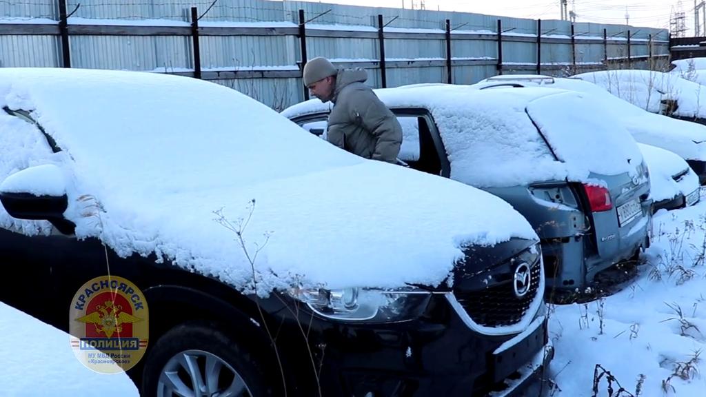 Красноярские полицейские вернули москвичу похищенную машину