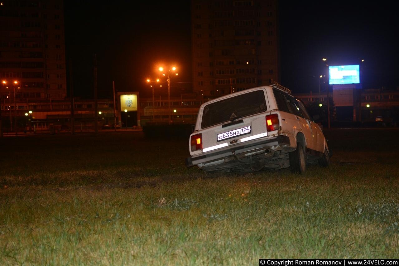 В Красноярске водитель автомобиля «Жигули» попал в аварию, пересекая кольцо Предмостной площади