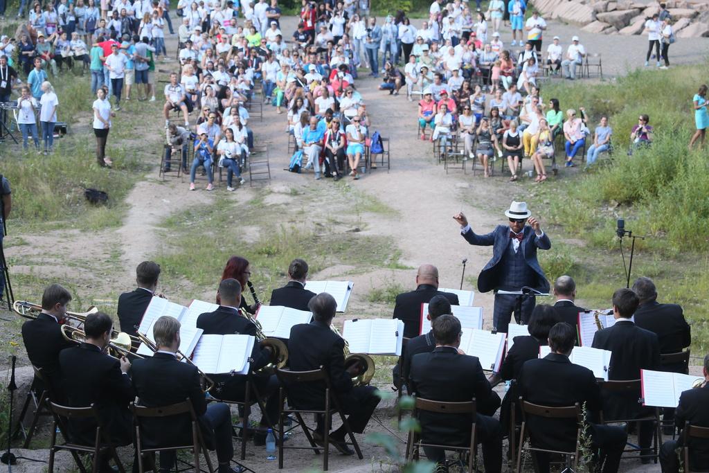 Участники форума ФИСУ послушали концерт на «Столбах»