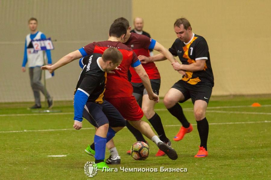 В манеже «Футбол-Арена «Енисей» прошли матчи 9 тура корпоративного чемпионата «Лига Чемпионов Бизнеса» по футболу