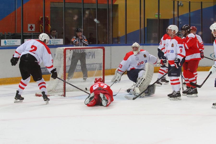 В рамках КЭФ прошёл благотворительный хоккейный матч