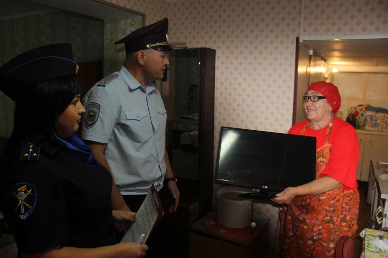 Сотрудники полиции вернули жительнице Ачинского района похищенное мародерами