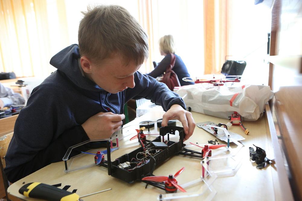 В Красноярске открылась школа управления дронами