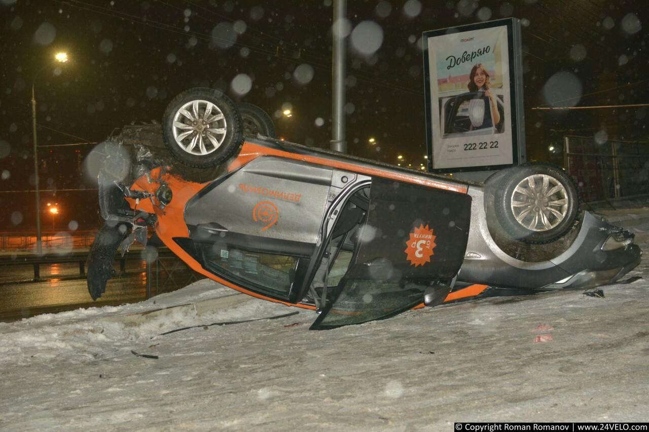 В Красноярске снова разбили Делимобиль