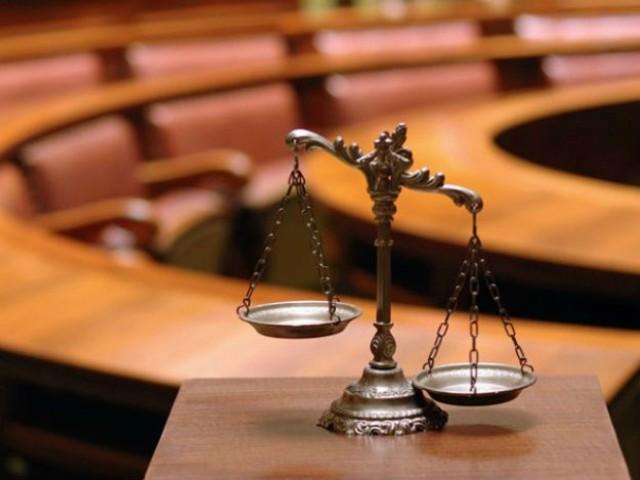 В Норильске осудят мужчину за кражу 2 тюбиков пасты во время вооружённого нападения