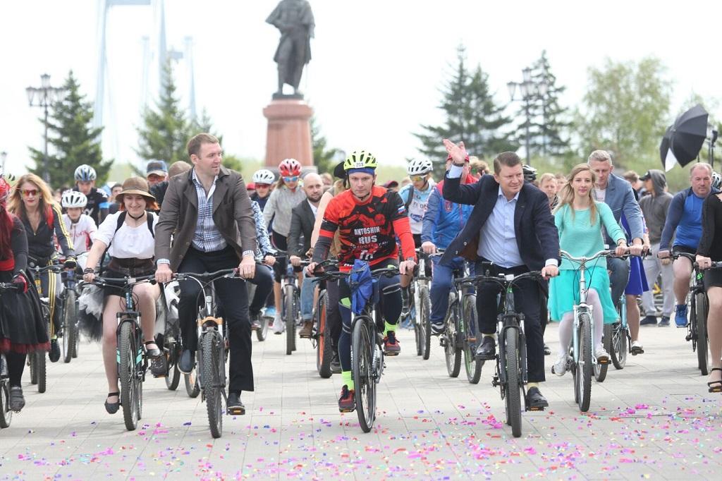 В Красноярске прошёл парад элегантных велосипедистов
