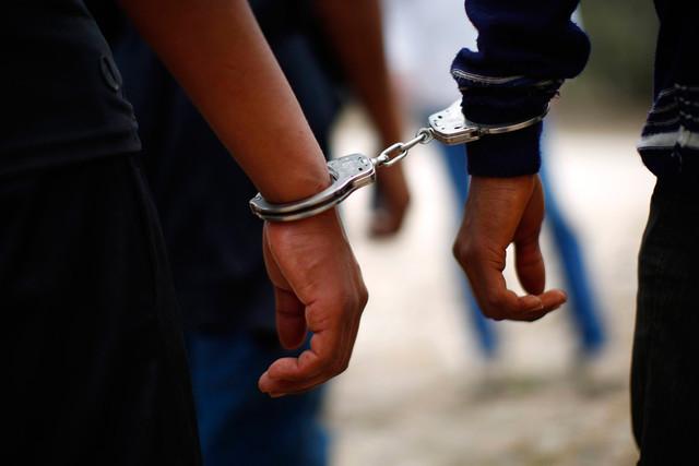 Напавших на водителя в Красноярском крае задержала полиция