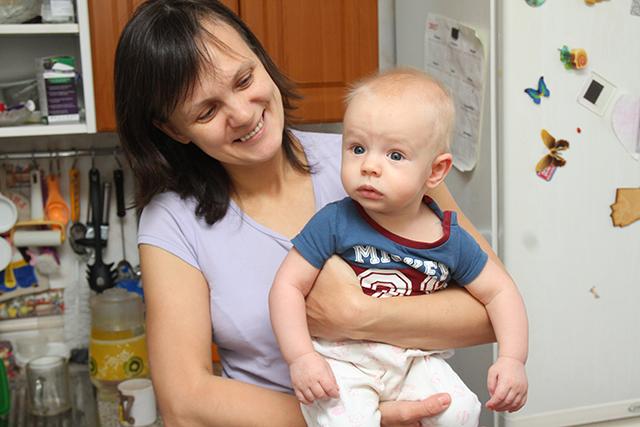 В Красноярском крае матери начали получать выплаты на первого ребенка