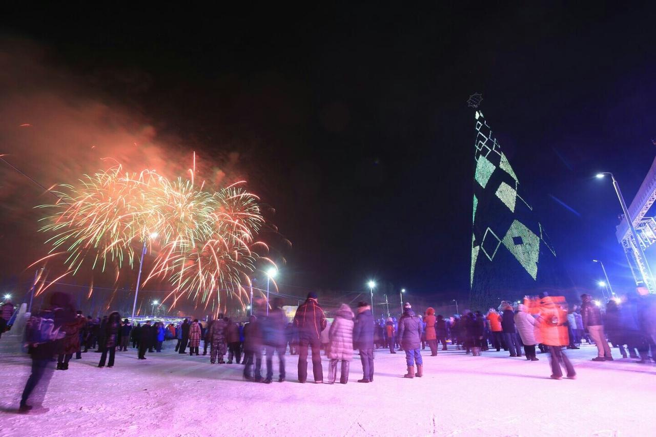 В Красноярске открыли самую высокую ёлку в Евразии