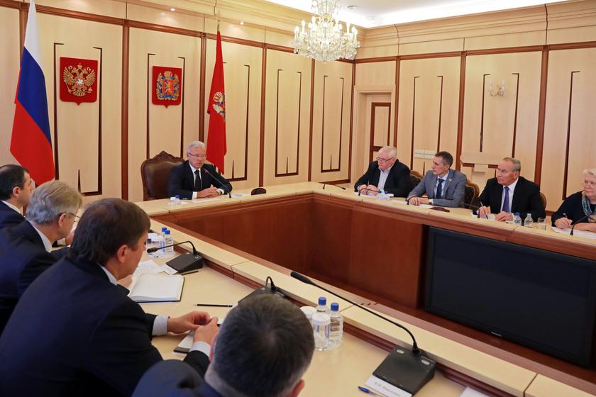 Губернатор Красноярского края обсудил с депутатами расходы на ближайшие три года