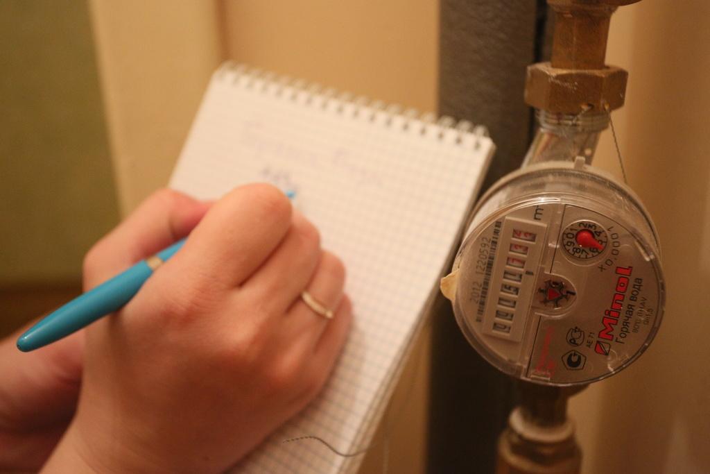 В квартирах красноярцев проверят показания приборов учета