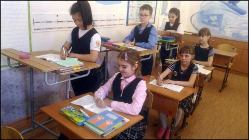 В красноярской школе №62 отказались от стульев в классах