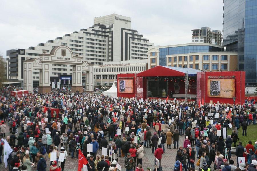Несколько тысяч красноярцев хором спели «День Победы»