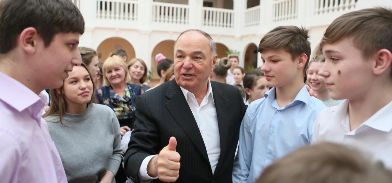 В Красноярск приехал Хазрет Совмен
