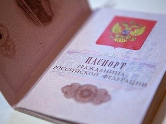 Самые успешные школьники Красноярского края получили паспорта из рук губернатора