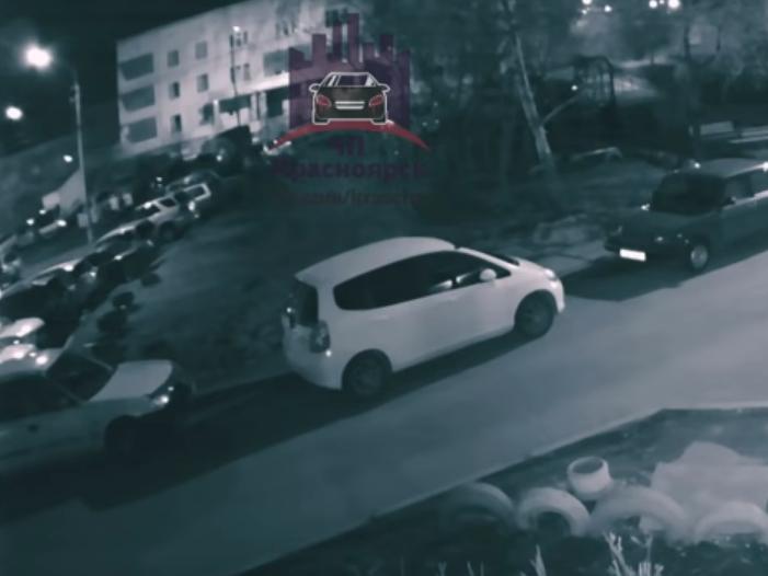 В Красноярске ищут свидетелей поджога машины на улице Борисевича