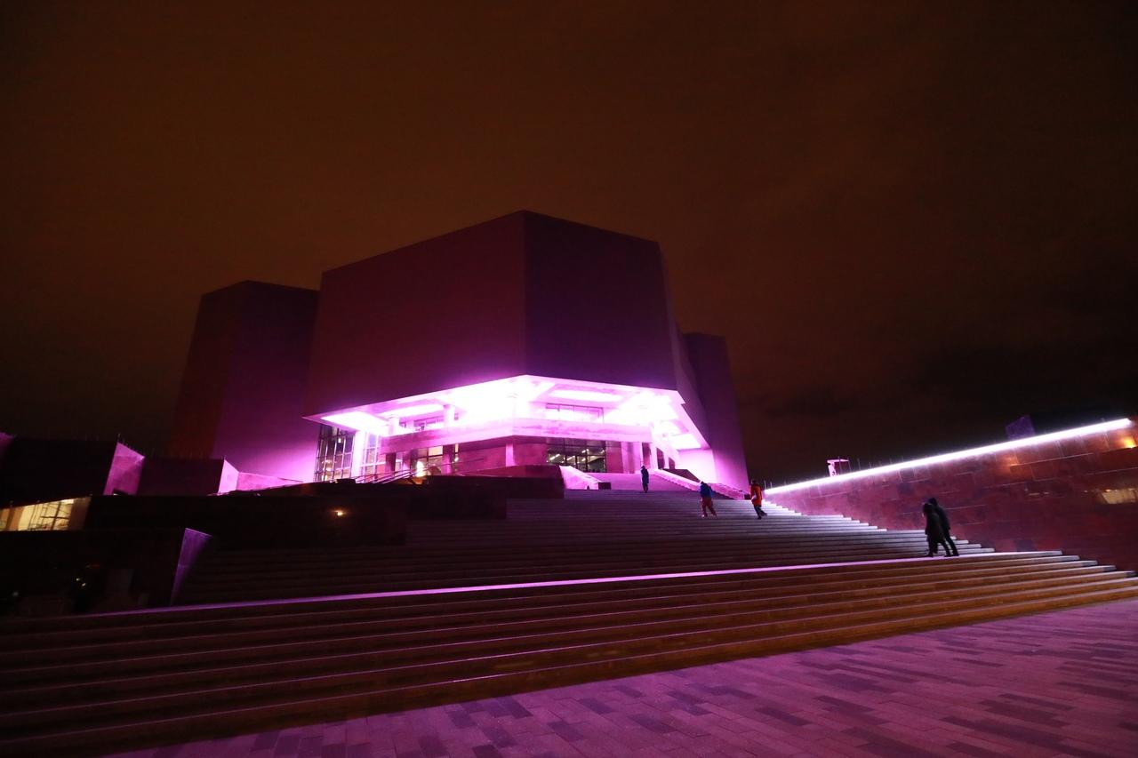 """В музейном центре """"Площадь Мира"""" открылся центральный вход и заработала подсветка"""