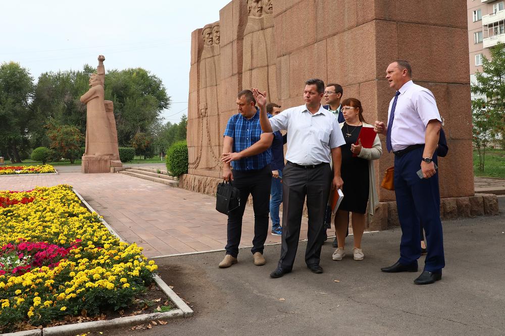 Предприниматели Свердловского района Красноярска наняли дворников по просьбе властей