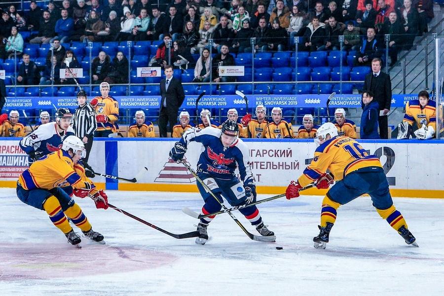 Хоккейный «Сокол» одержал четвёртую победу подряд