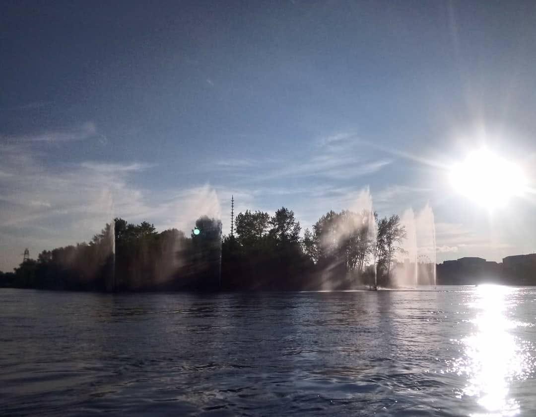 В Красноярске отключили речные фонтаны