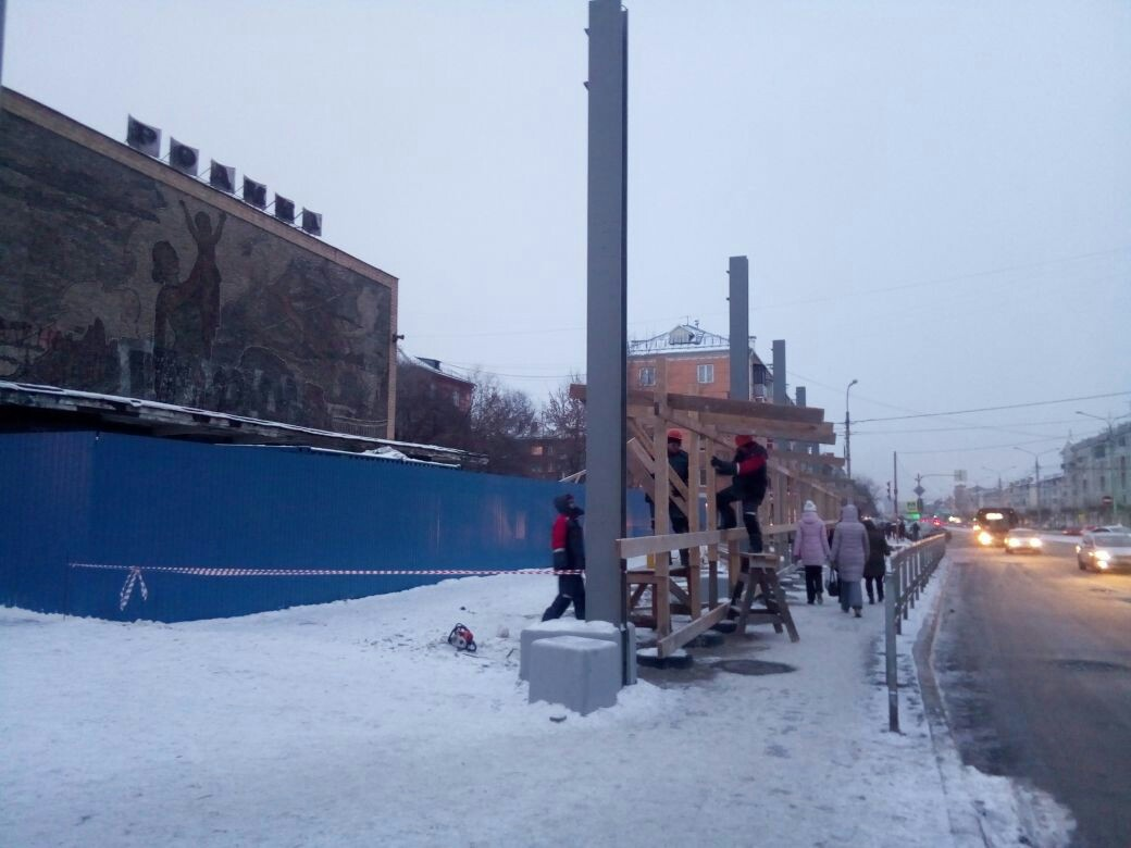 В Красноярске «Родину» огородили забором
