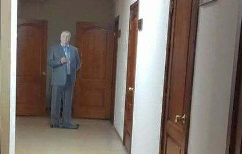 Из Красноярского горсовета украли фигуру Жириновского (видео)